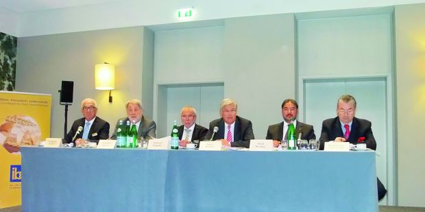 Das ZV-Präsidium bei der Tagung in Frankfurt (von links): Wolfgang Schäfer, Heribert Kamm, Michael Wippler, Peter Becker, Amin Werner und Heinz Hoffmann.